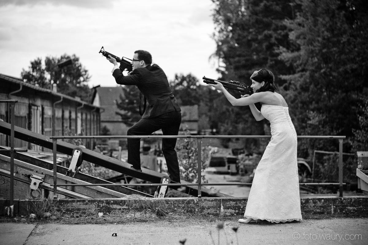 Brautpaar - Mr and Mrs Smith - Waffen - Schrotflinte