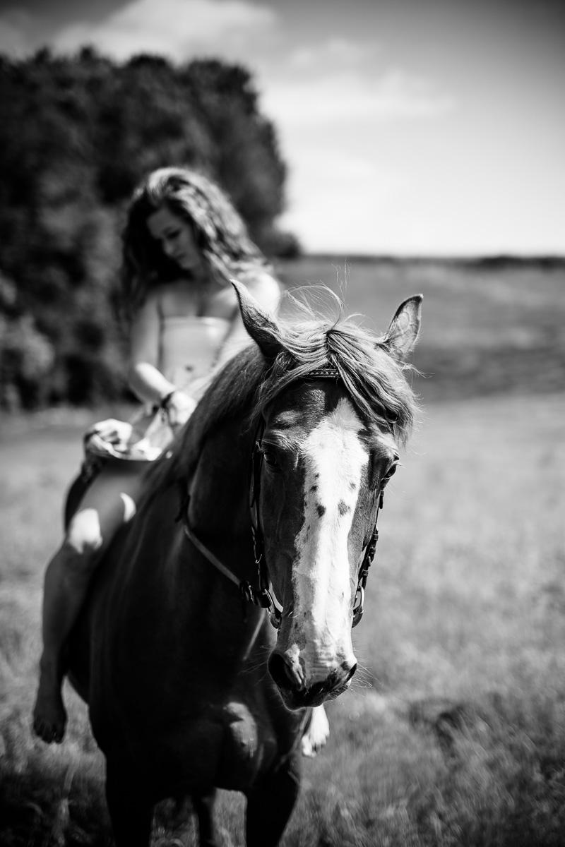 Fotoshooting - Elisabeth und Pferd-57