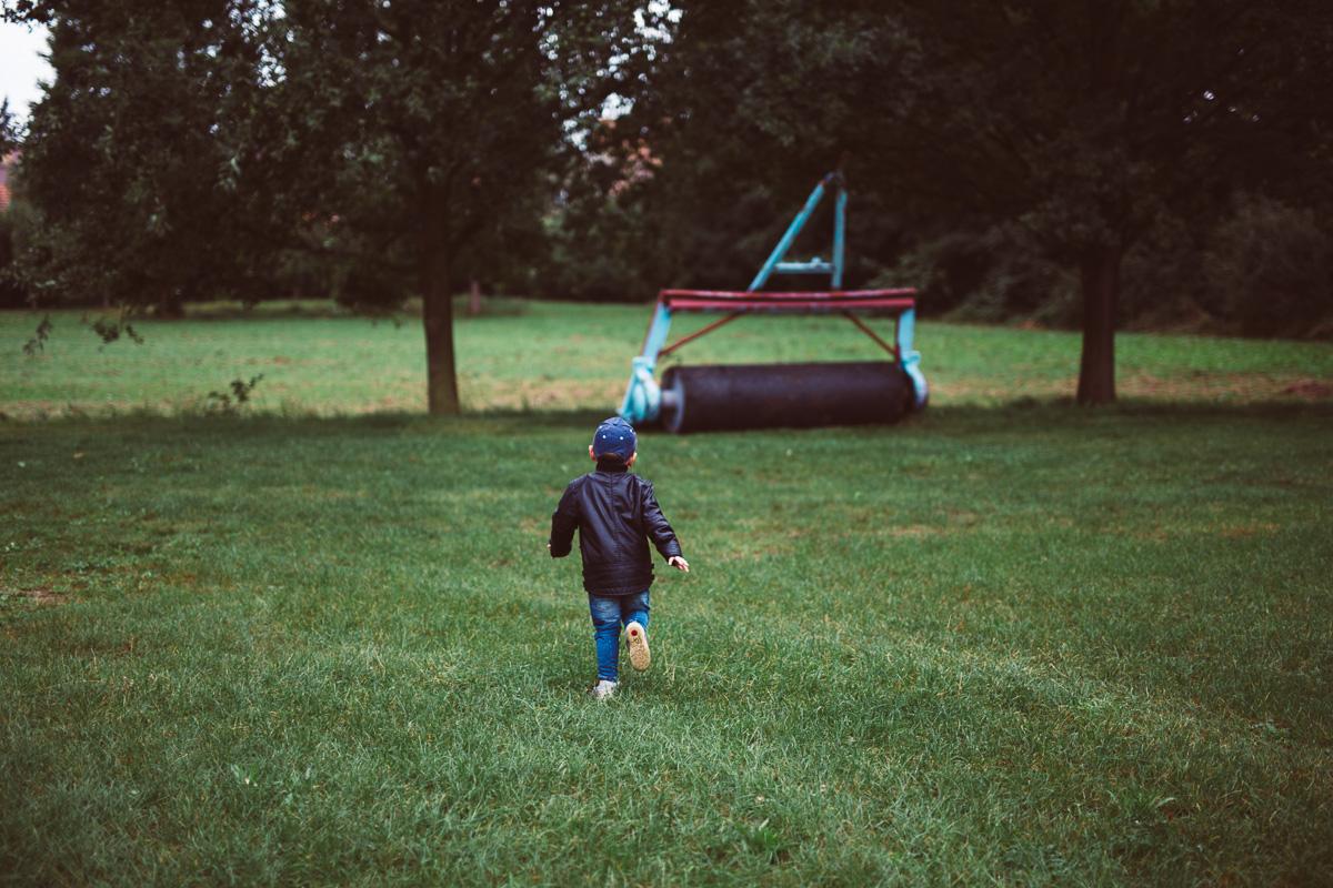 Kind rennt weg
