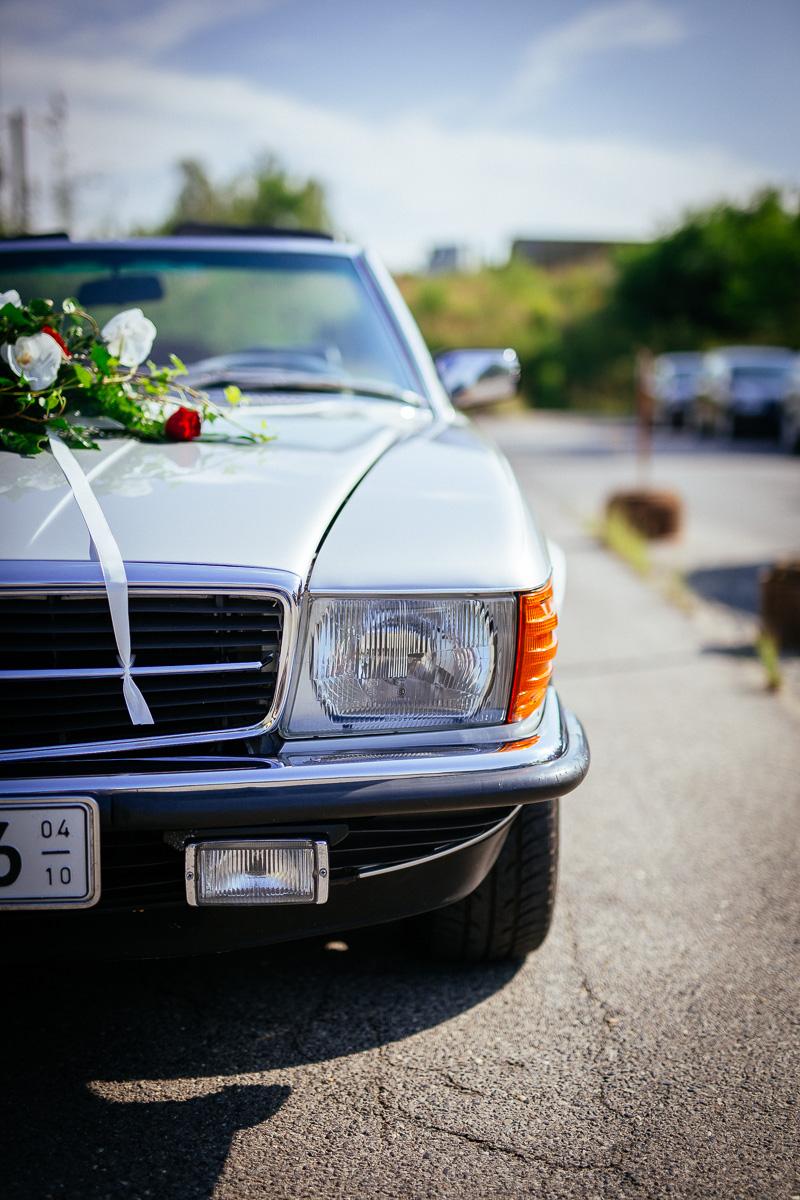 Mercedes Cabrio Hochzeitsauto mit Blumenschmuck