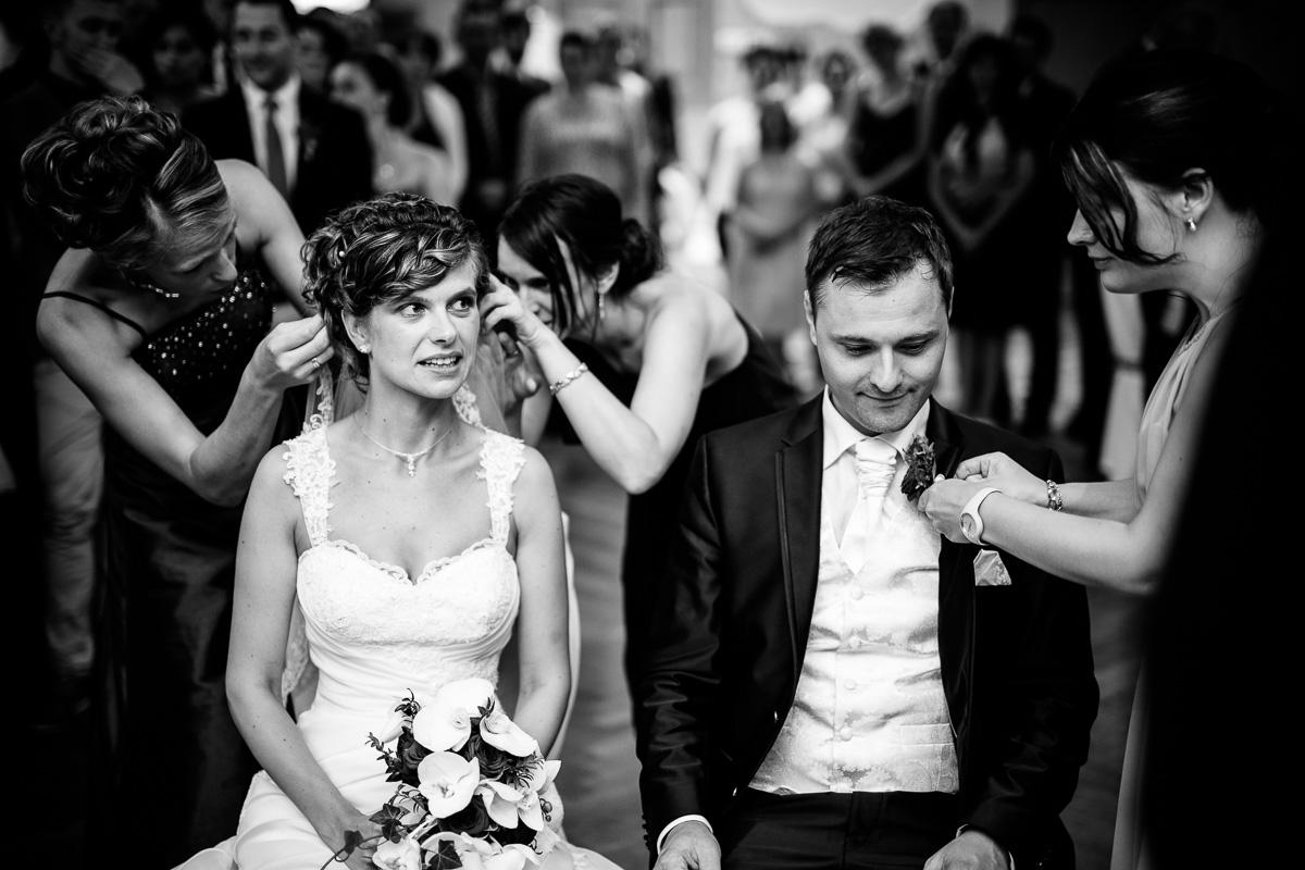 Der Schleier wird der Braut abgenommen