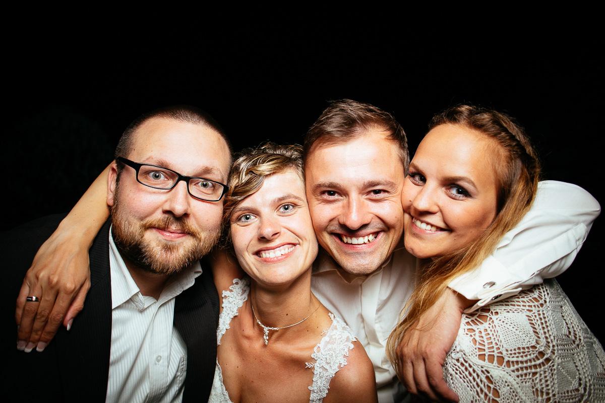 Das Brautpaar und die Fotografen
