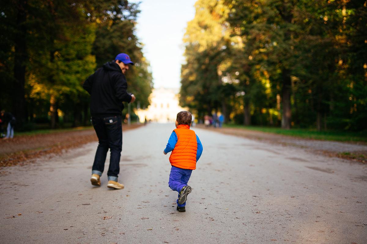 Vater und Sohn beim Wettrennen im Großen Garten Dresden