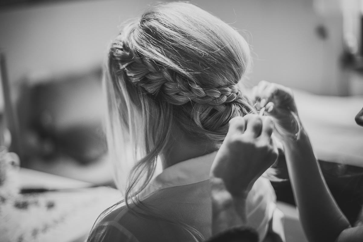 Braut Zopf wird geflochten