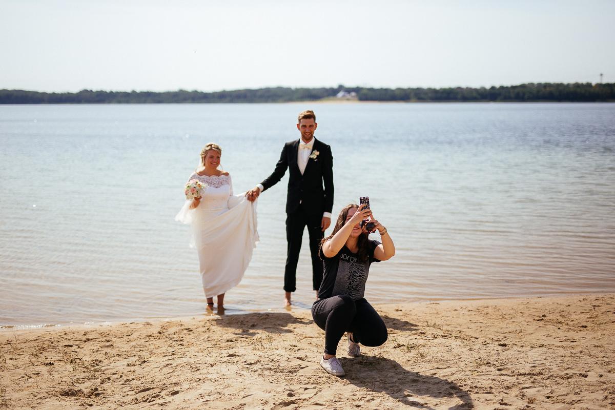 Brautpaar muss für ein Selfie herhalten