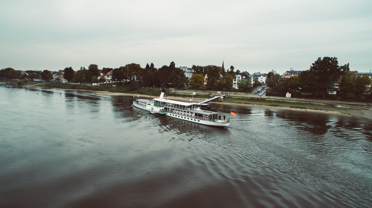 Raddampfer auf der Elbe in Dresden