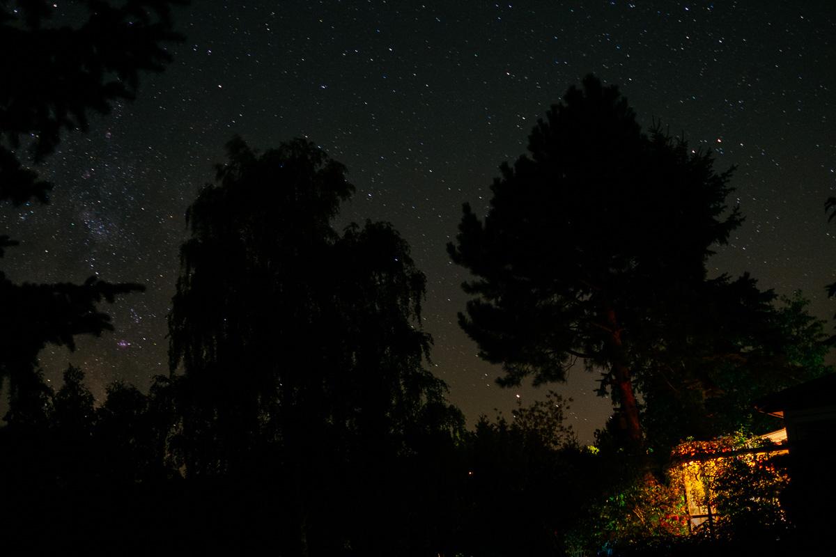 Gartenlaube unter freiem Sternenhimel