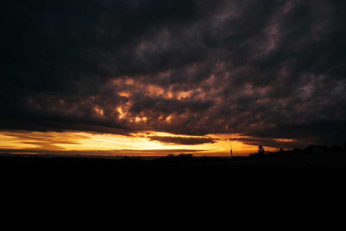 Sonnenuntergang mit imposanten Wolken