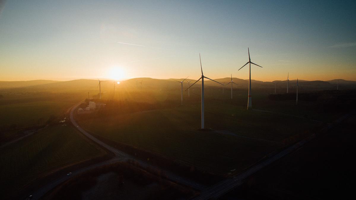Sonnenuntergang von Windrädern