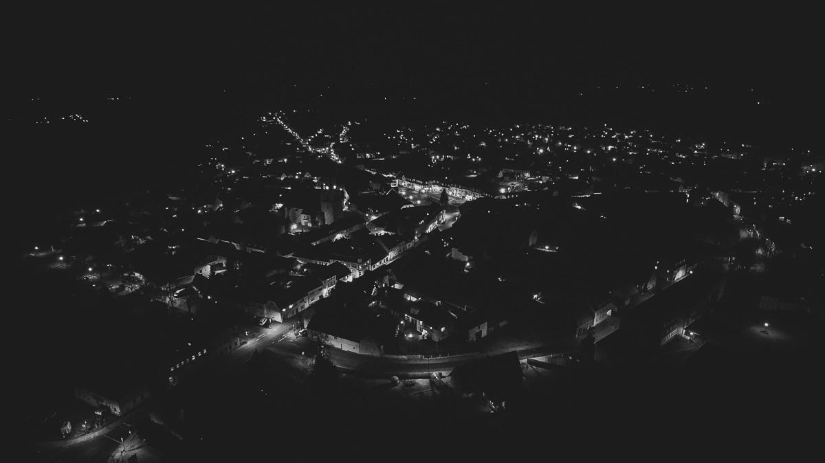 Kleinstadt bei Nacht