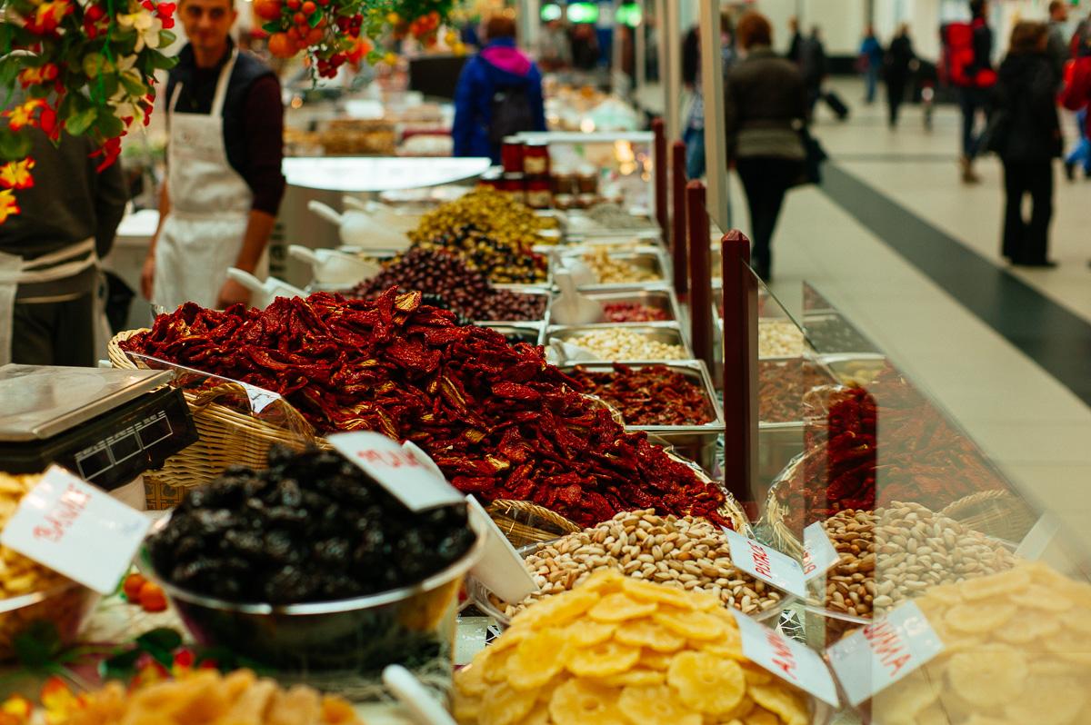 Früchte eines Marktstandes im Dresdener Hauptbahnhof