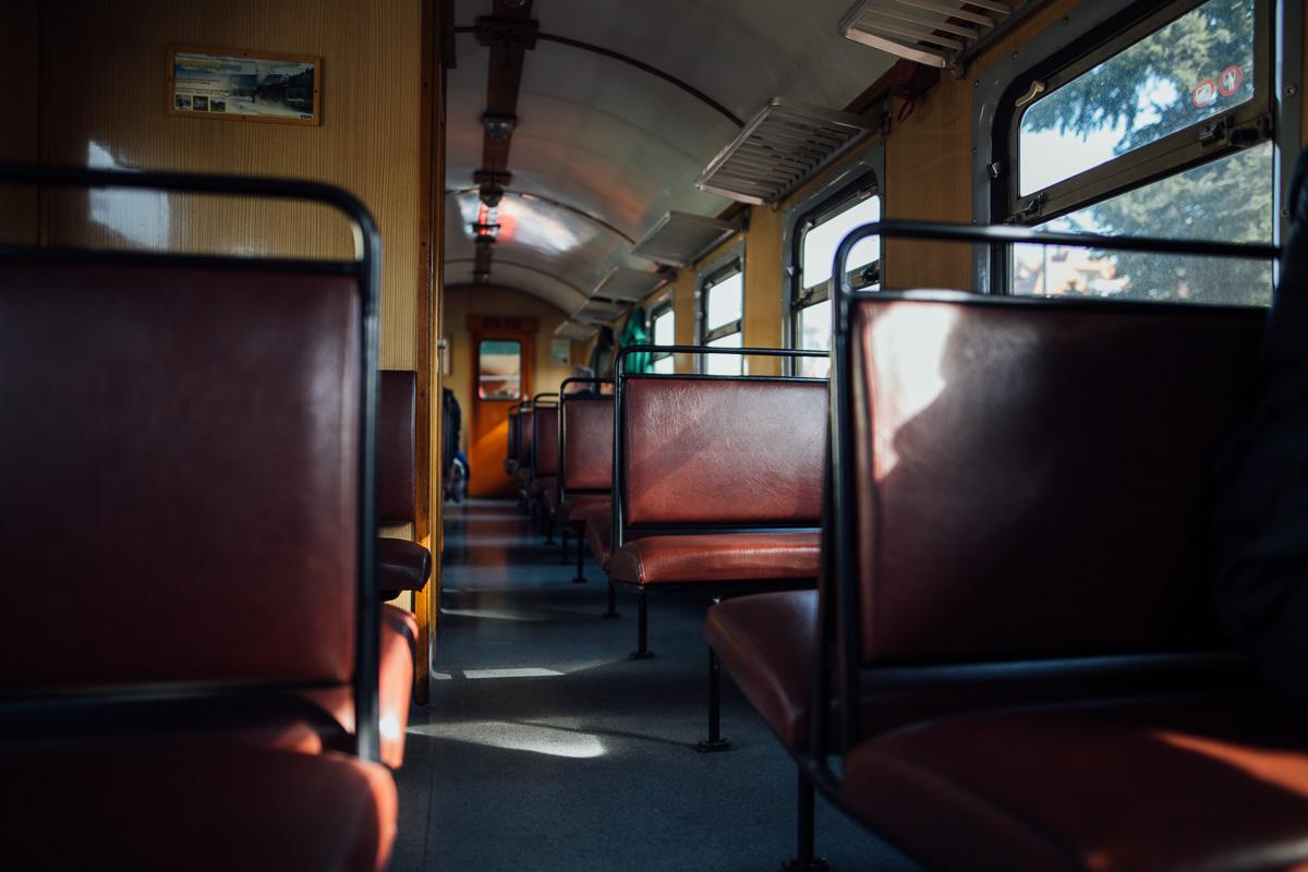 Freie Sitzplätze mit Atmosphäre in der Schmalspurbahn bei Moritzburg