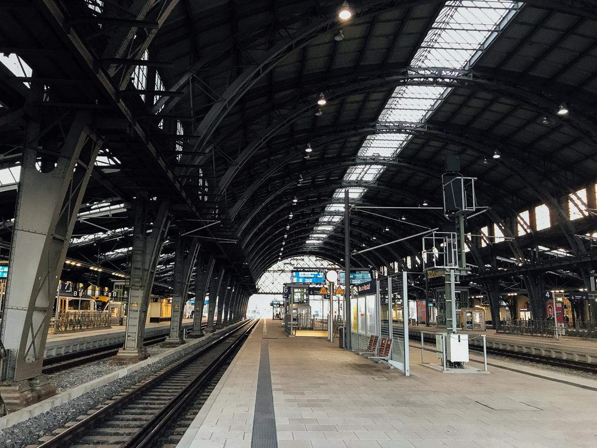 Der menschnleere Neustädter Bahnhof von Dresden