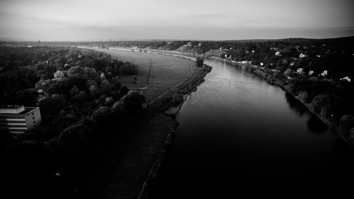 Die Elbe fließt durch Dresden