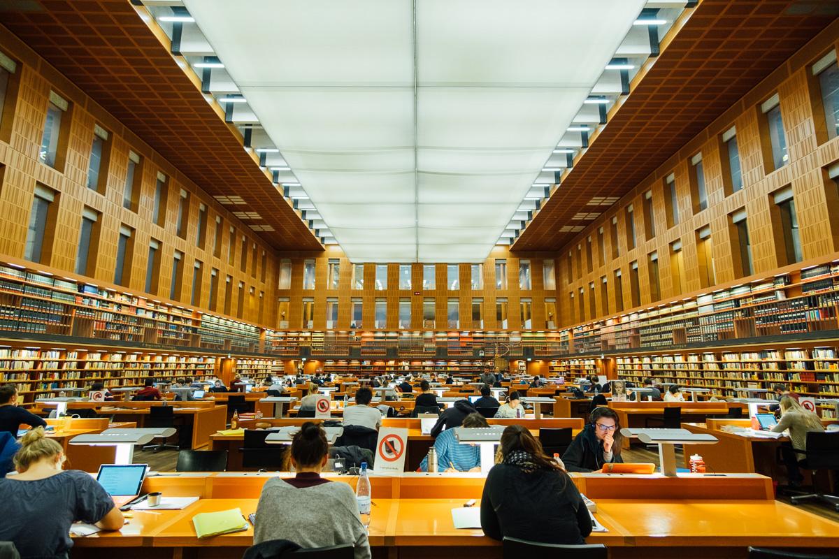 der große Lesesaal der SLUB an der TU Dresden