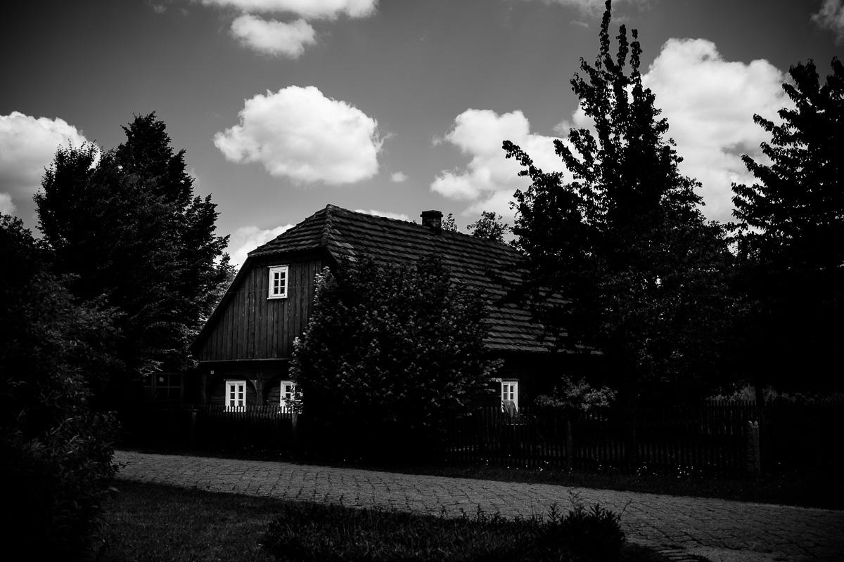Ein altes Holzhaus im Muesumsdorf Rietschen