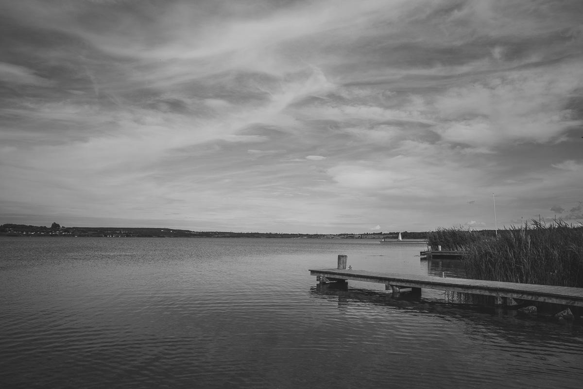 Ein Steg am Hainer See bei Leipzig
