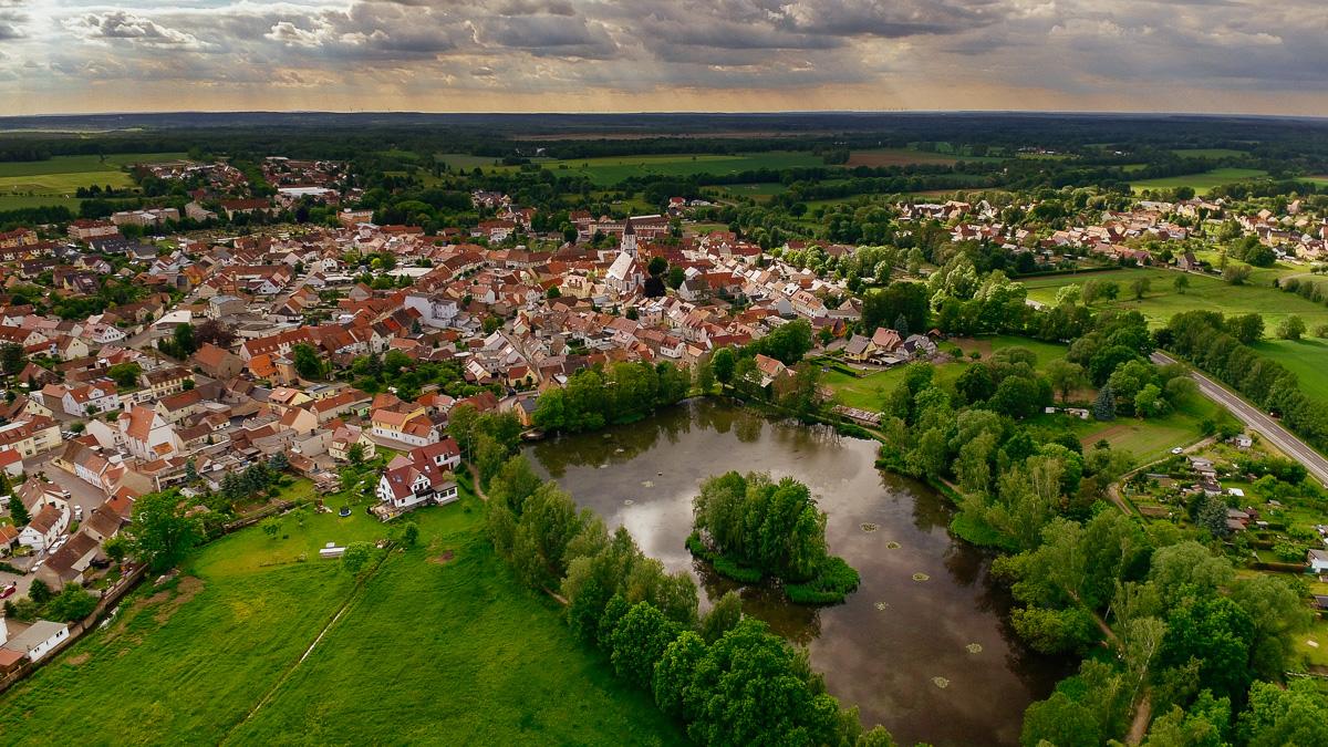 Luftbild der kleinen Stadt Wittichenau